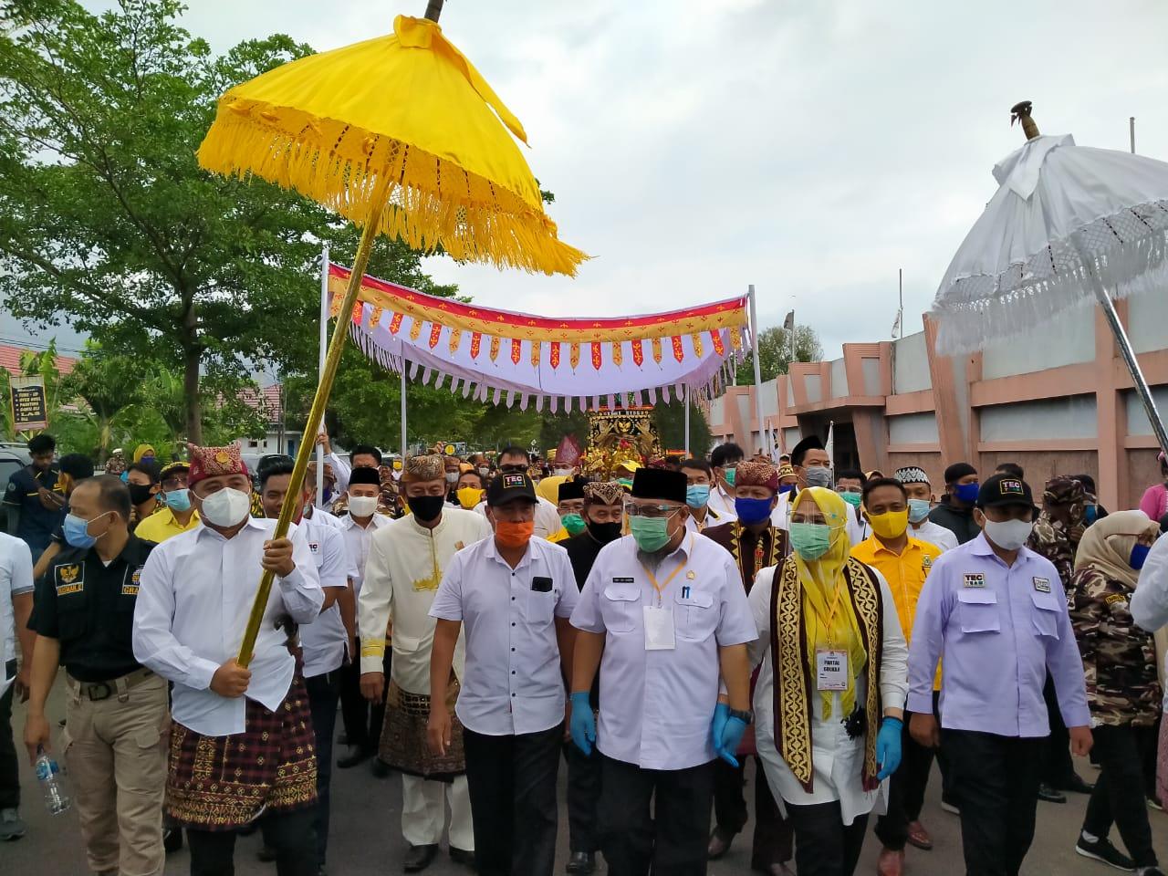 Ribuan Elemen Masyarakat, Kawal Pasangan Tony - Antoni Daftar Ke KPU Lampung Selatan