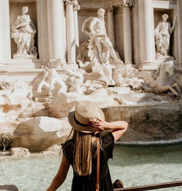girl-wearing-hat-rome