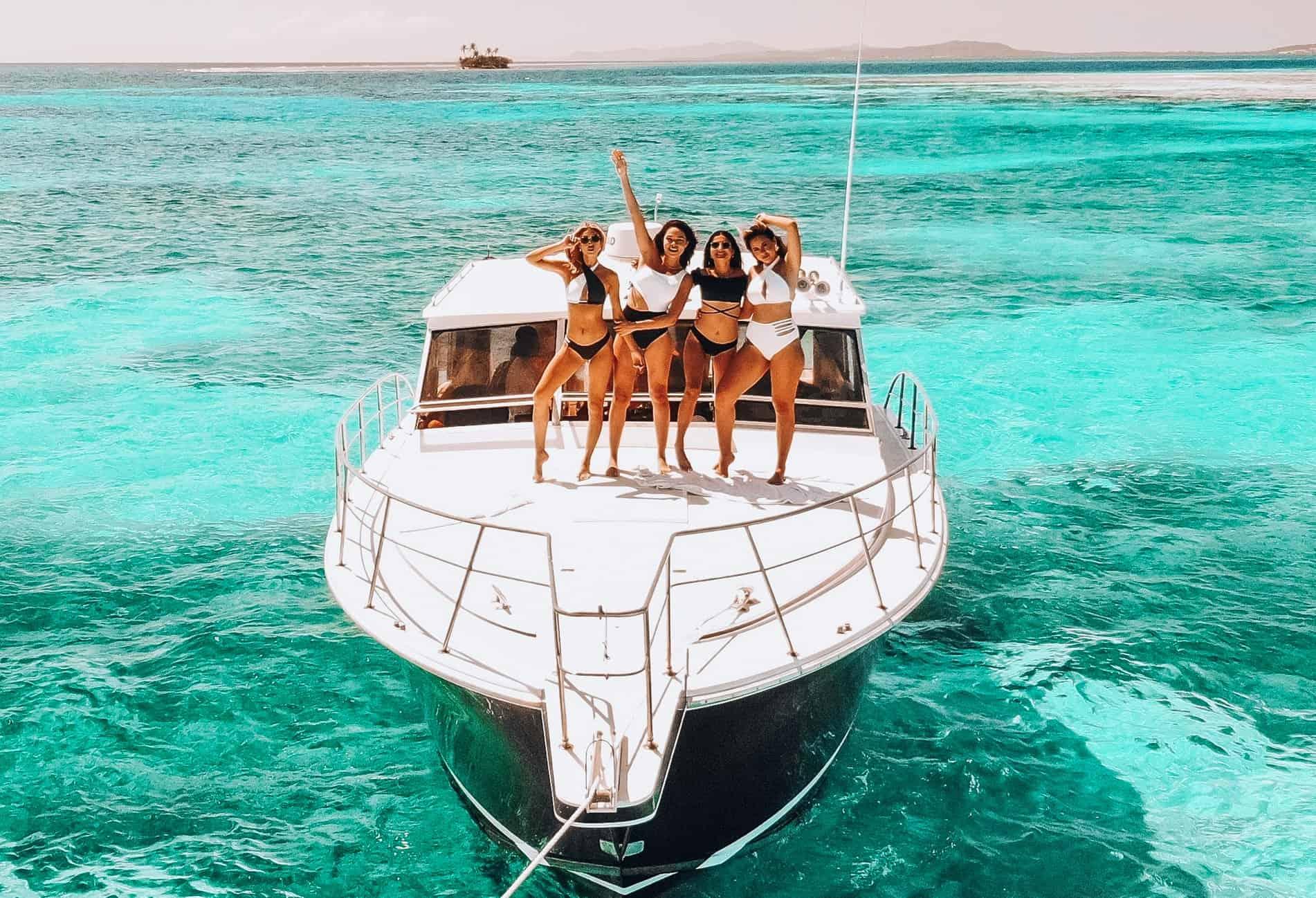 girls-dancing-yacht