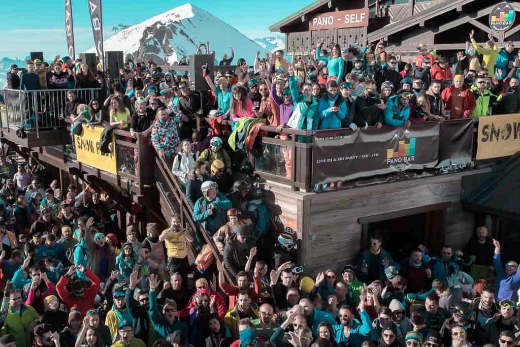 party scene at Pano bar in Les deux Alpes