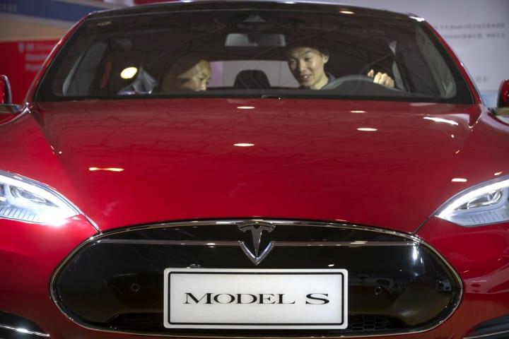 Tesla driver killed in crash while using car's 'Autopilot'