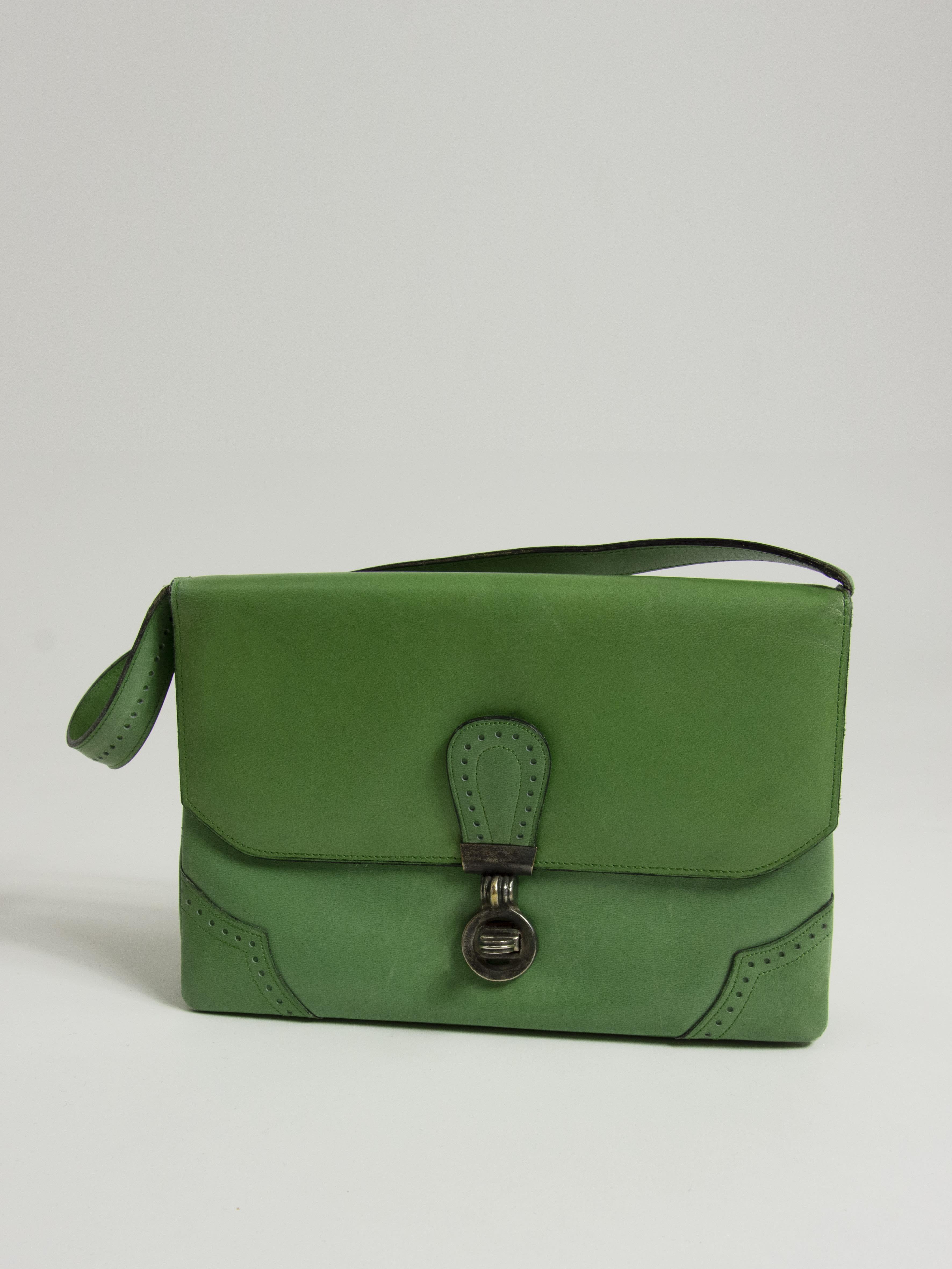 Packshot du produit Sac à Main Pochette Vert Vintage de la marque Charles Jourdan Vintage