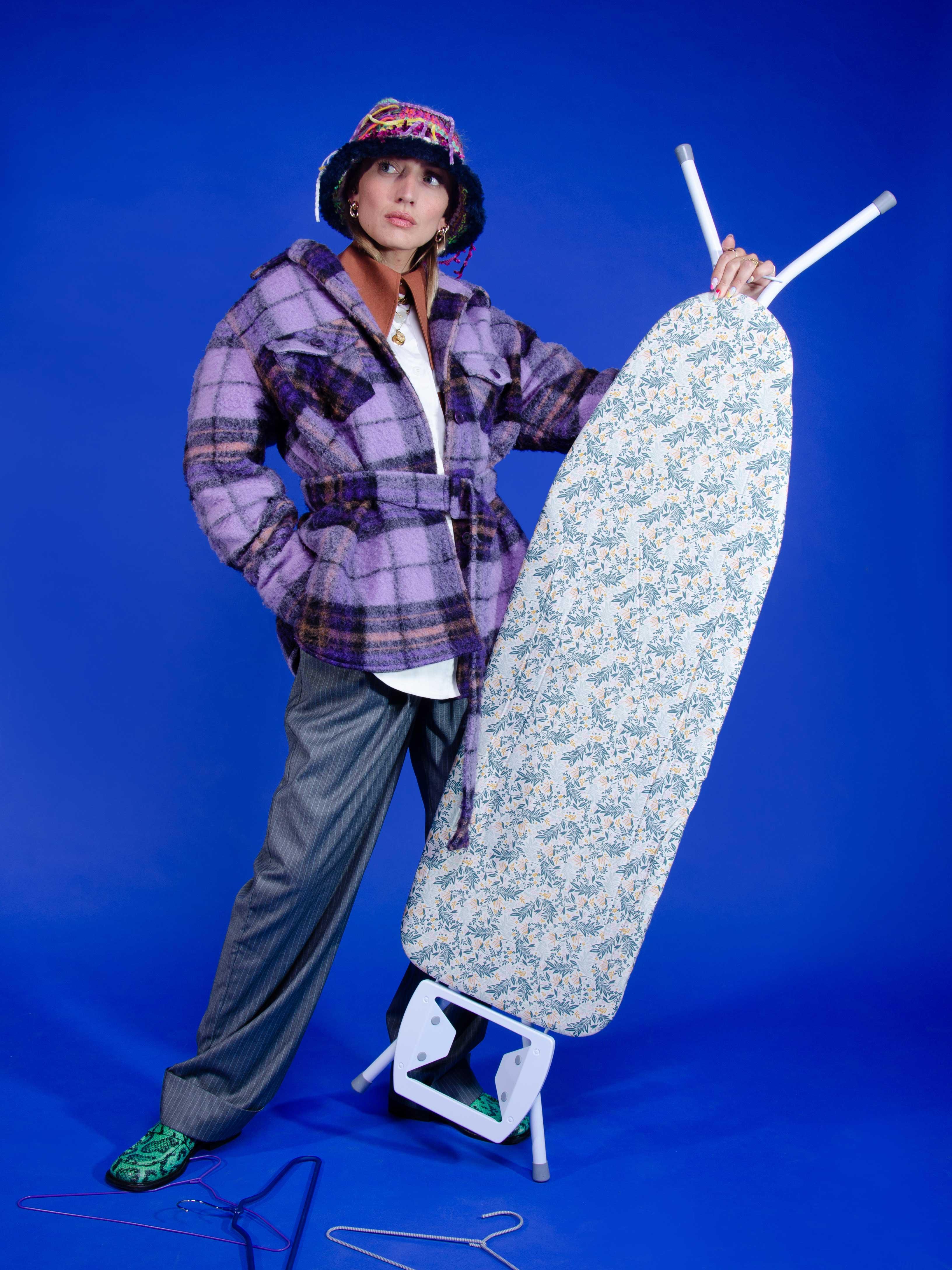 Modèle qui porte le look Boyish Sufboard