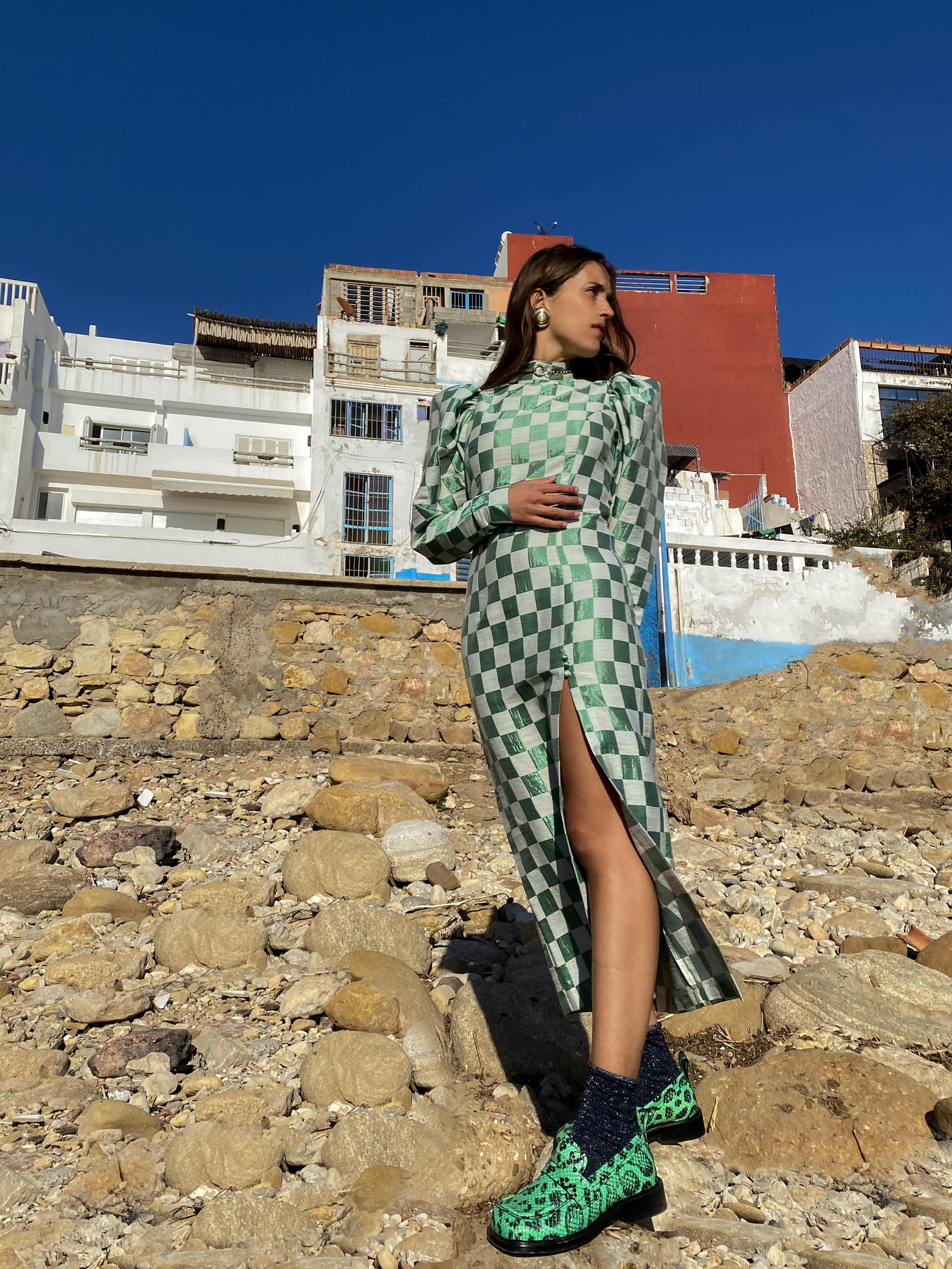 Modèle portant le look Robe Arlequin