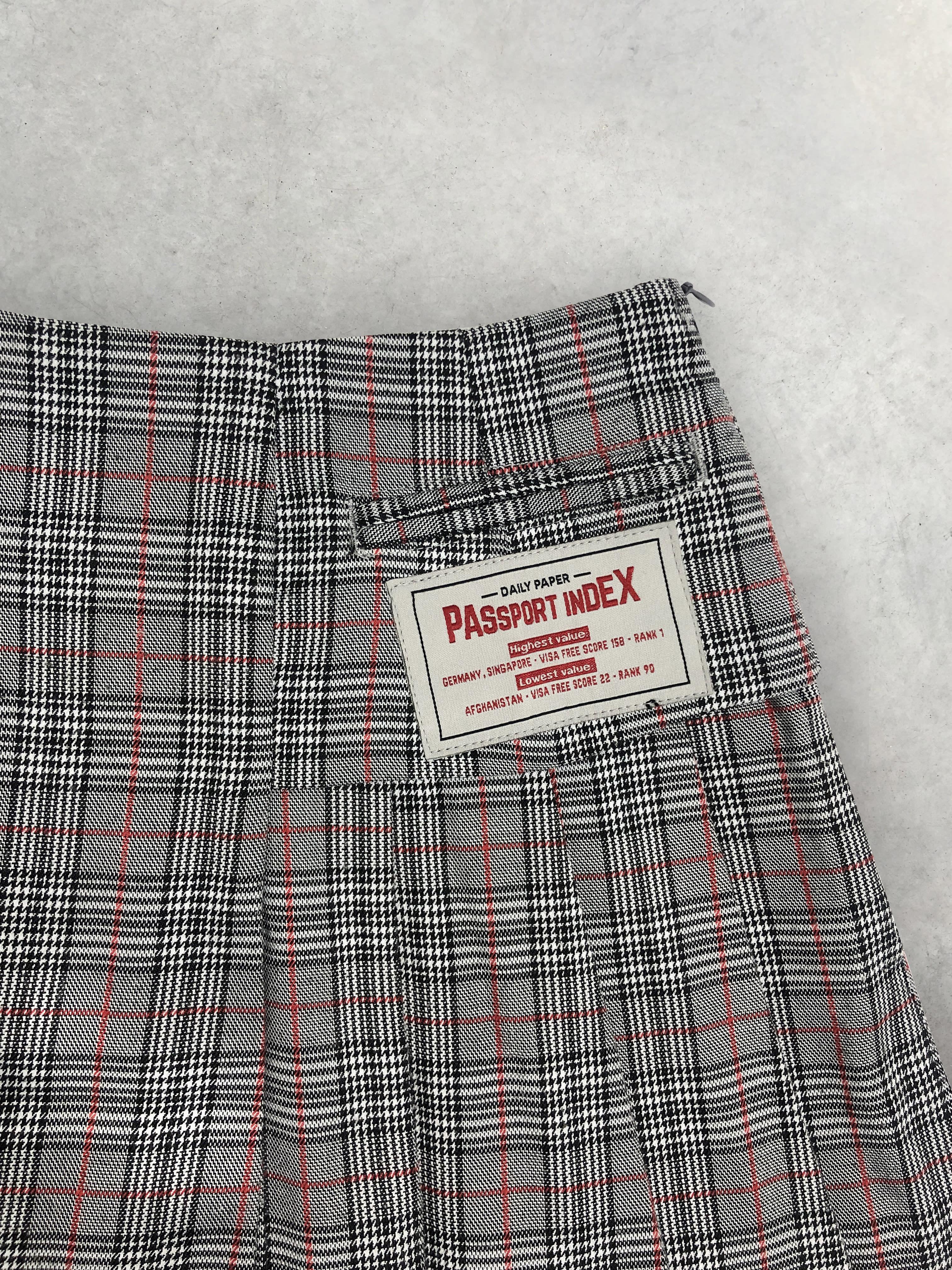Packshot du produit Jupe Plissée Asymétrique à Carreaux de la catégorie Jupes