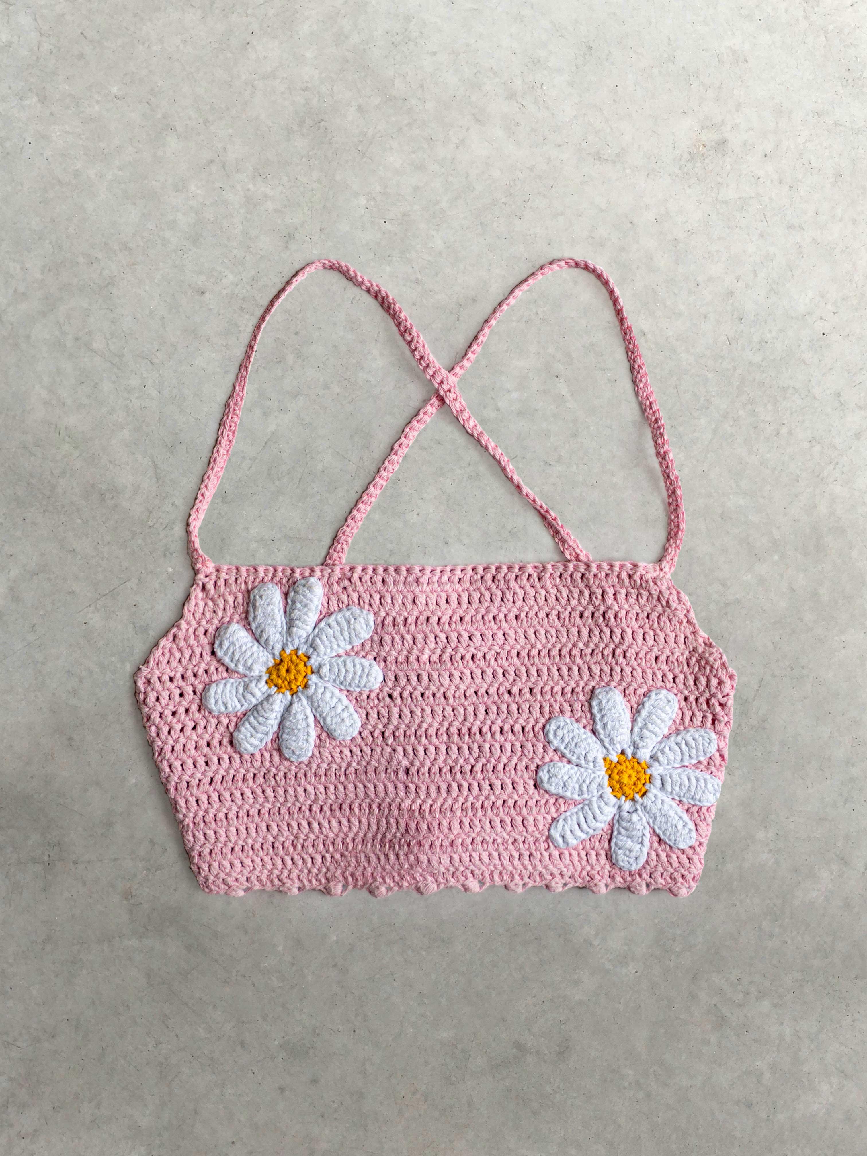 Packshot de Top crochet rose par la marque Mathilda Roks