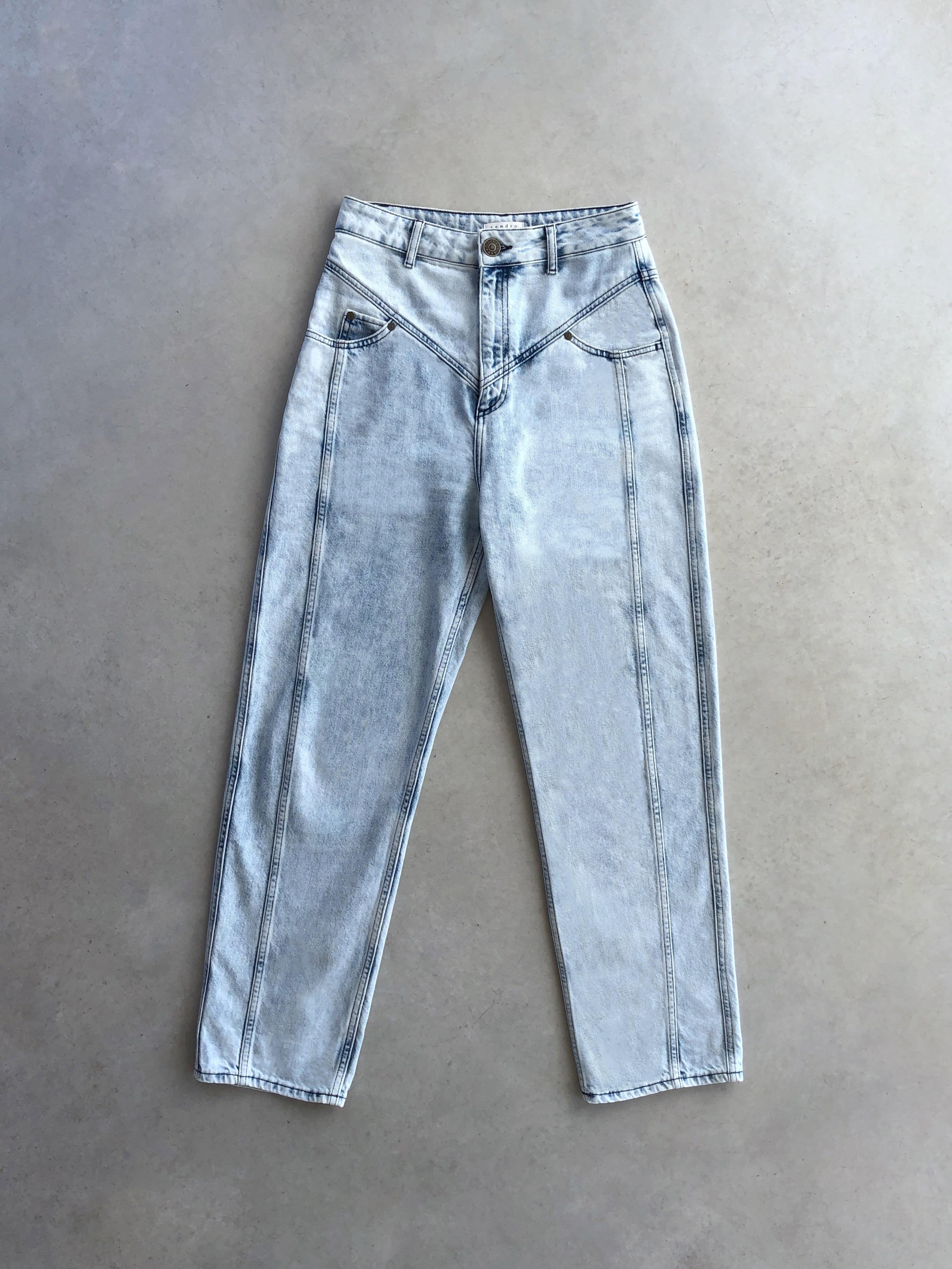 Packshot du produit Jean Boyfriend Bleached à Découpes de la catégorie Pantalons & Combis