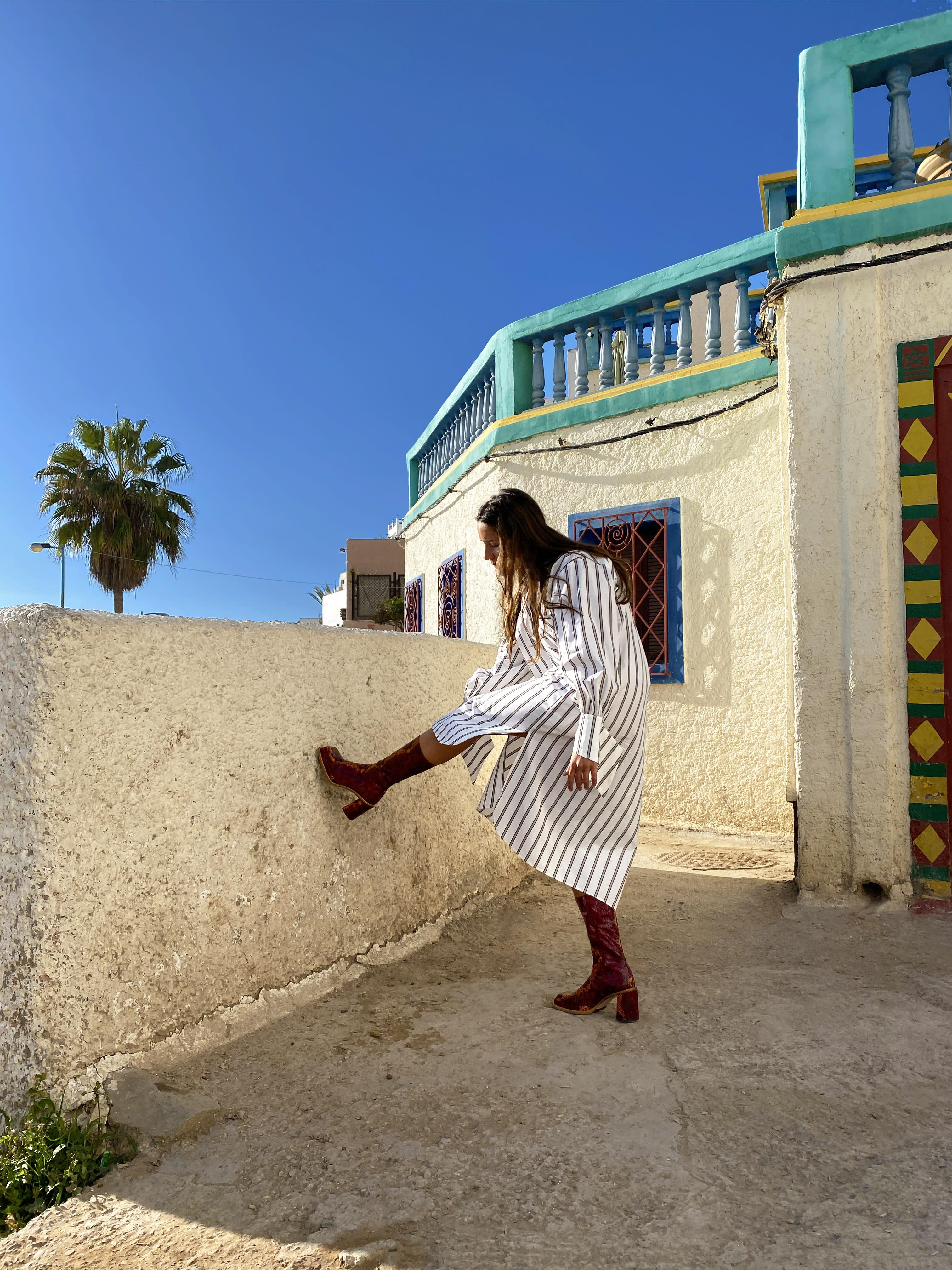 Modèle qui porte le look Tunique Sahara Vitaminé