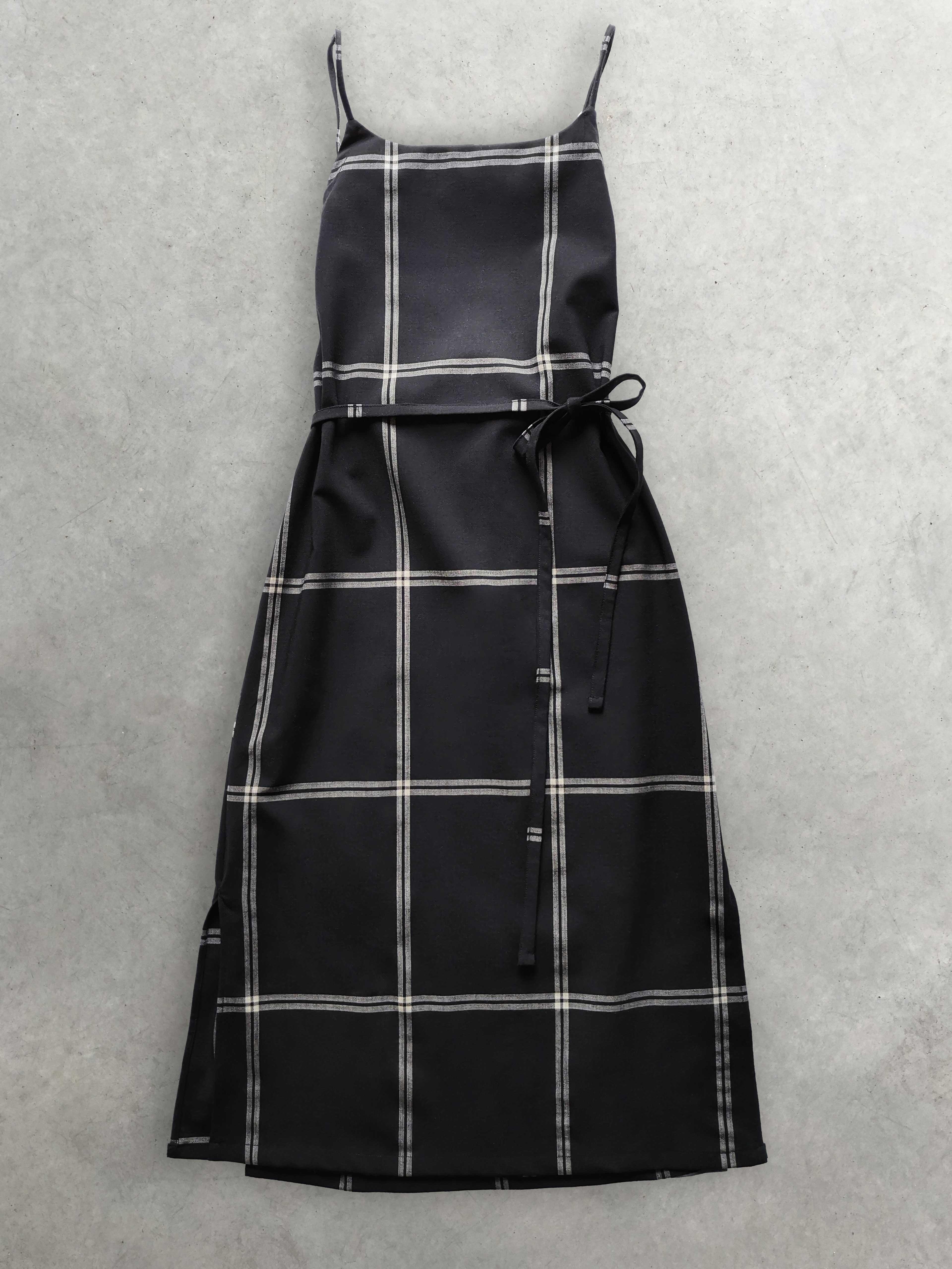 Packshot de Robe Tablier Lacée à Larges Carreaux par la marque mariao