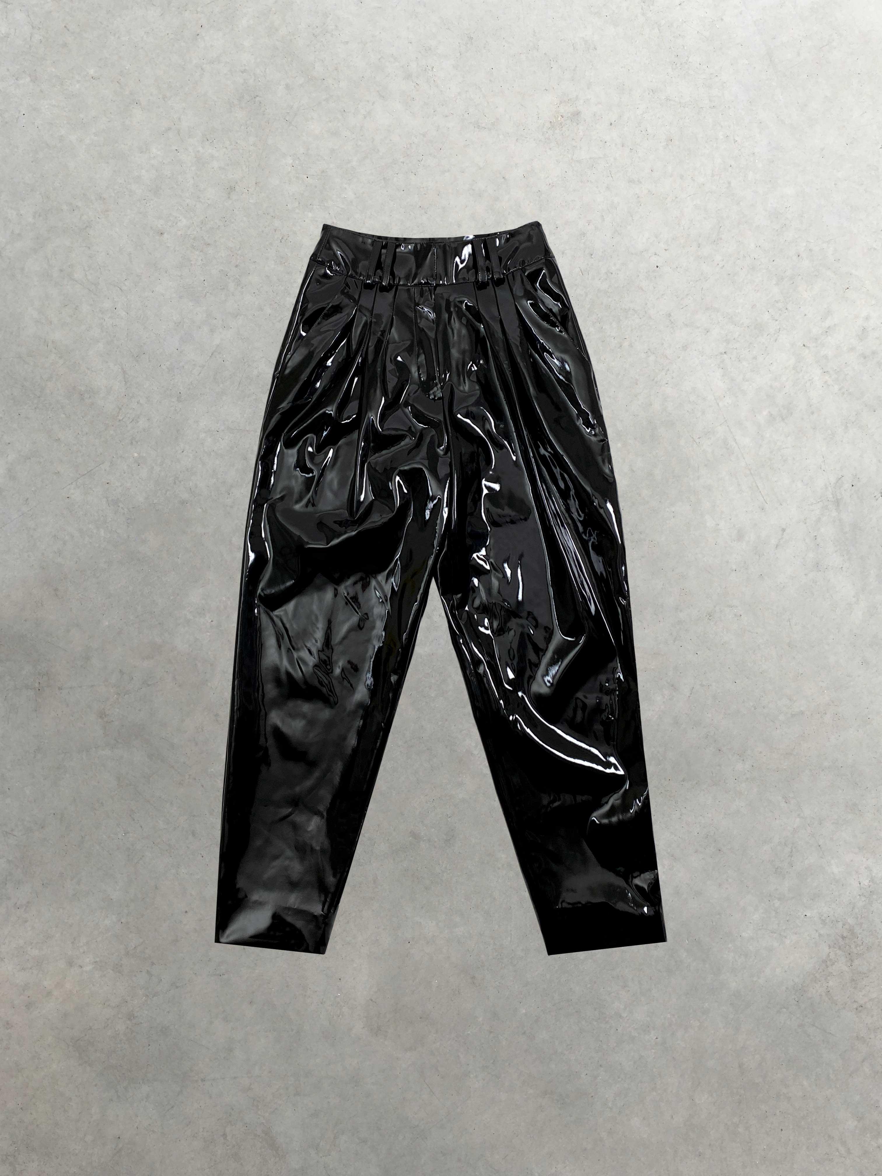 Packshot du produit Pantalon Large à Pinces en Vinyle Noir de la catégorie Pantalons & Combis