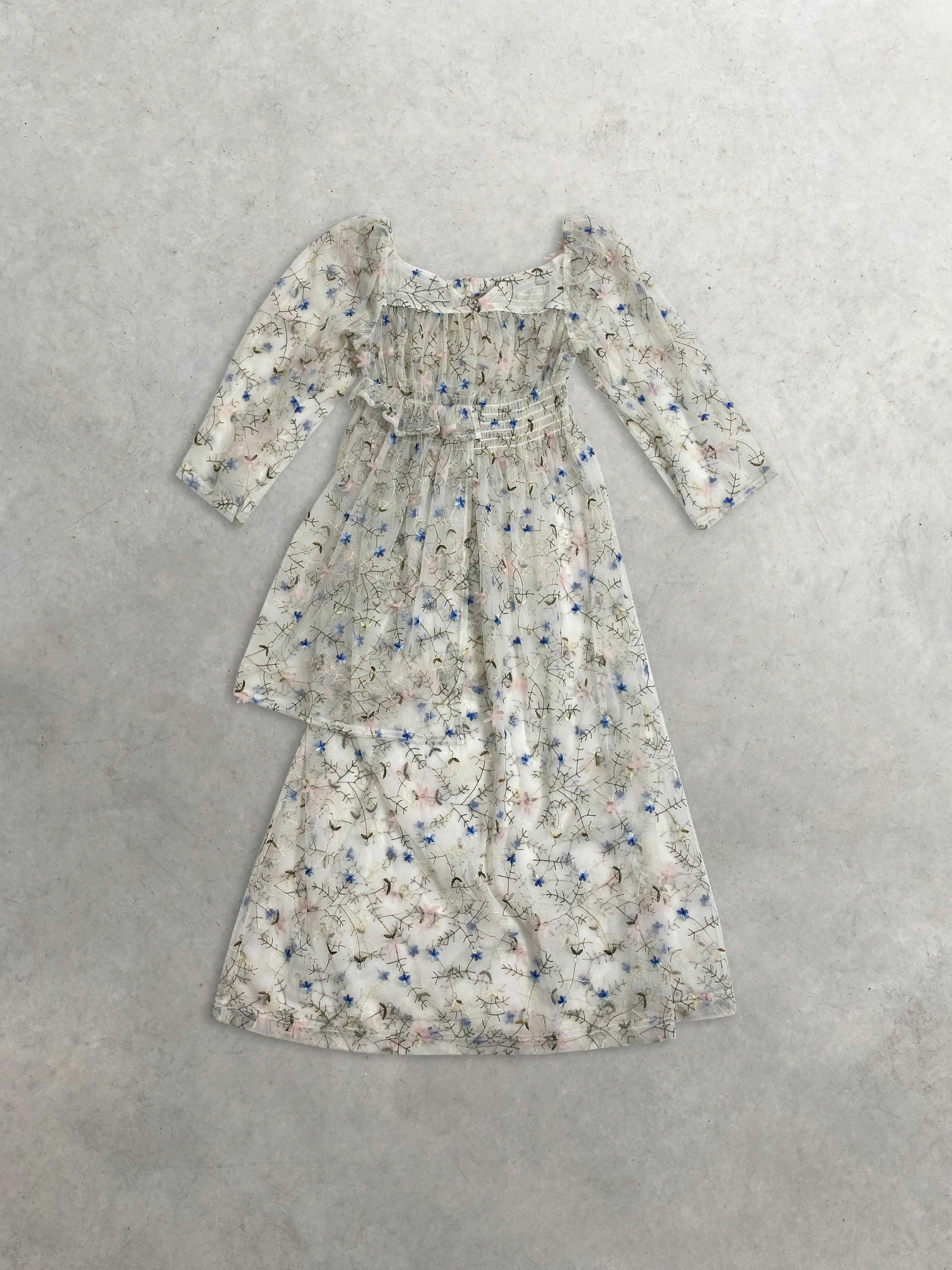 Packshot du produit Robe Transparente Brodée de Fleurs de la marque House of Sunny