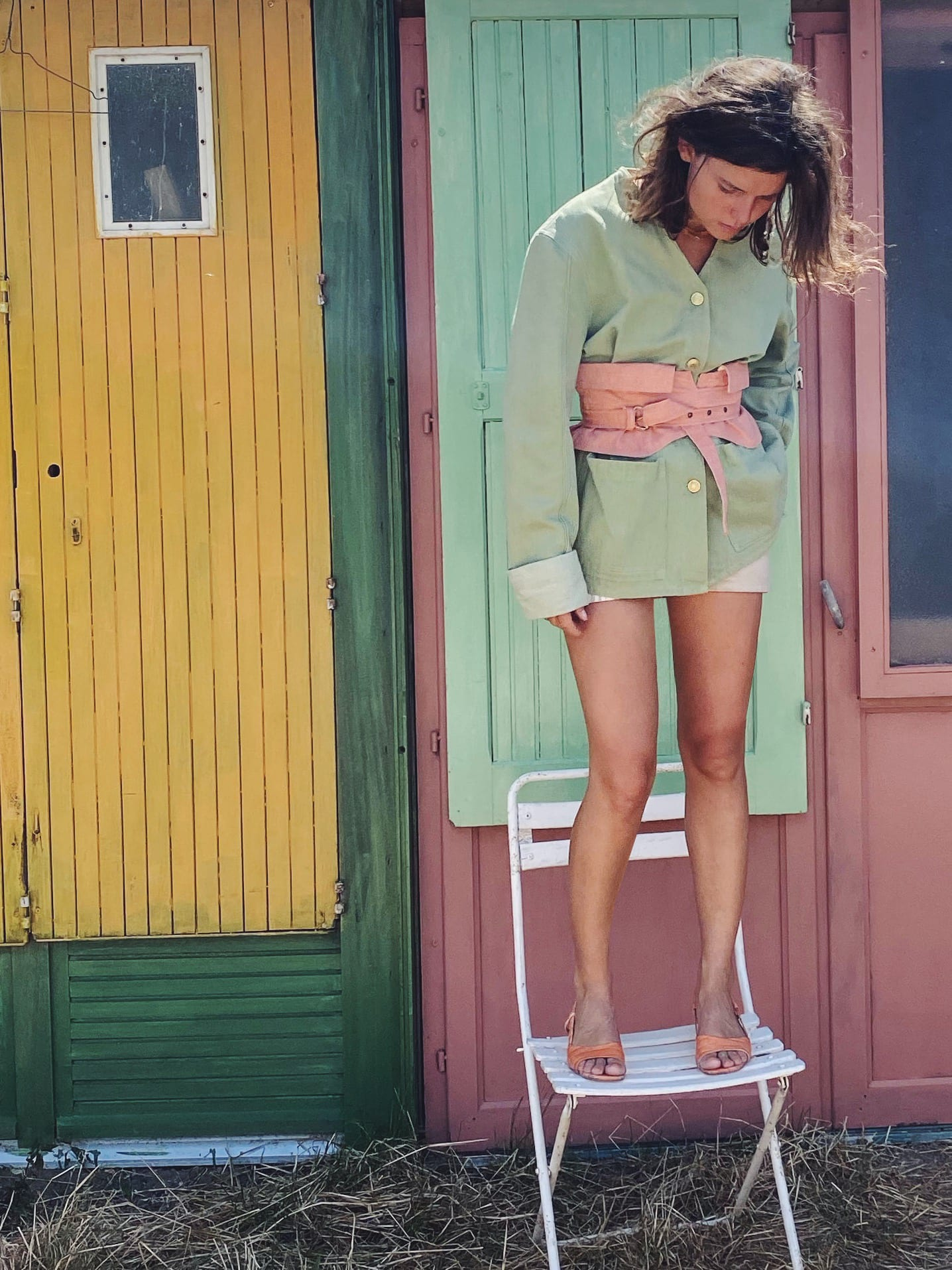 Modèle portant le look Pastel Denim Kimono Combo