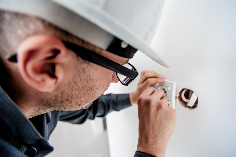 electricians in dubai
