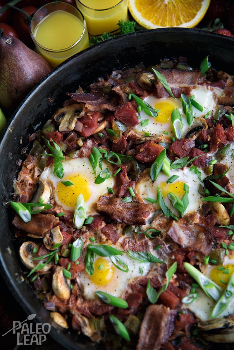 Skillet Eggs with Mushrooms And Bacon