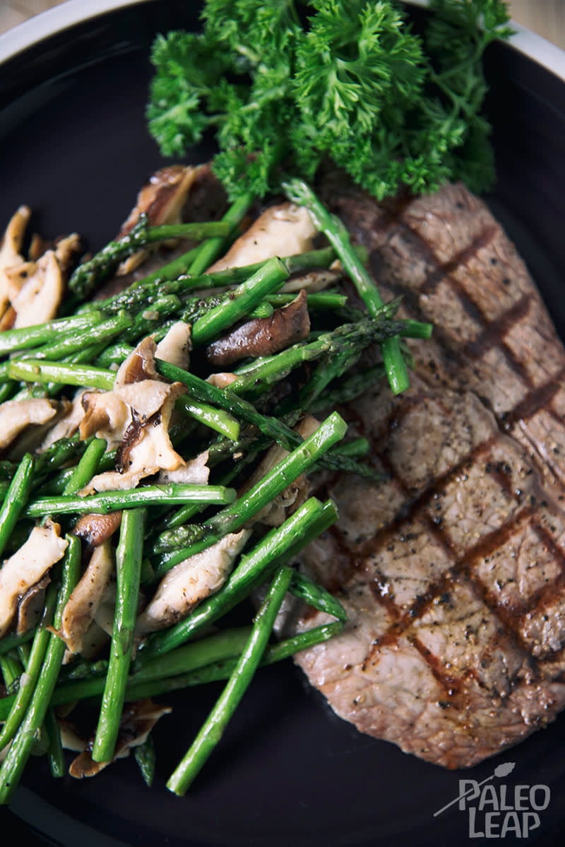 Peppercorn Steaks With Roasted Asparagus And Shiitake Mushrooms