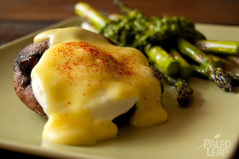 Eggs Benedict with Parsley Asparagus