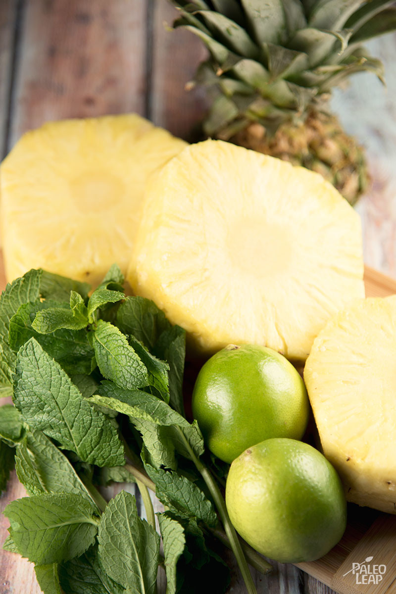 Pineapple with lime and mint preparation