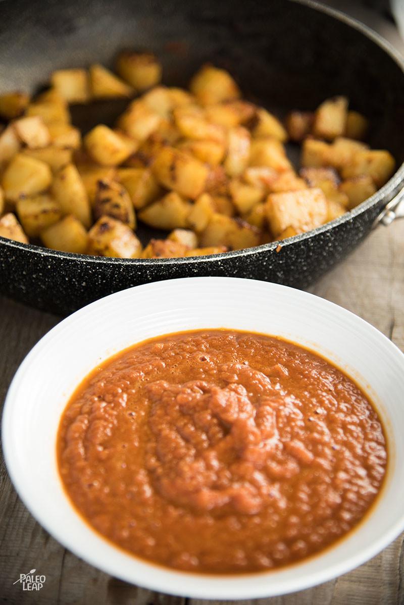 Eggs In Tomato Sauce preparation