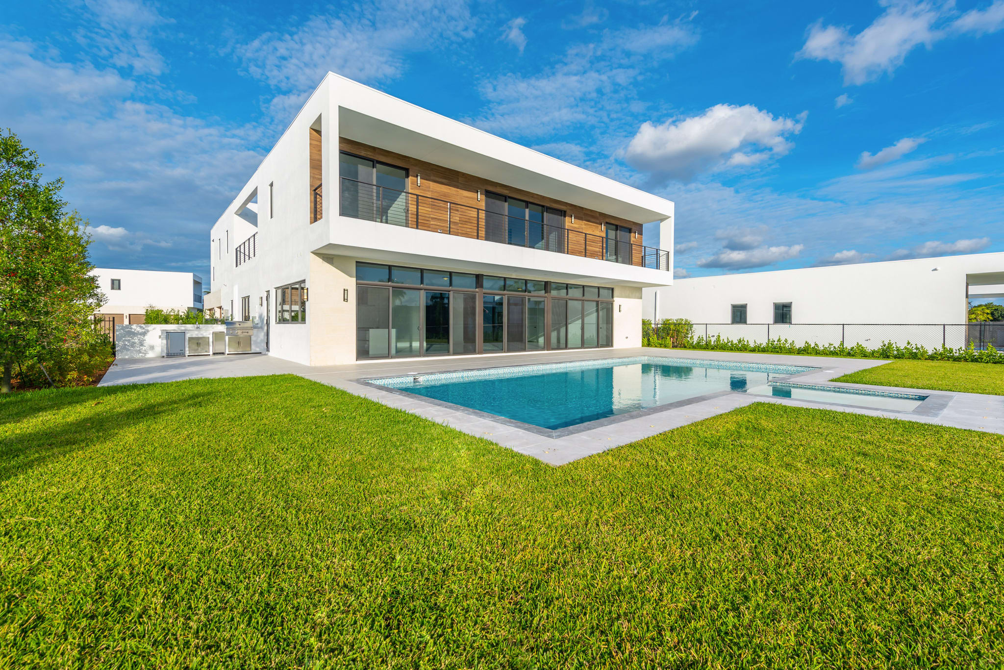 featured image of property, Oppenheim Luxury Residence 04-W