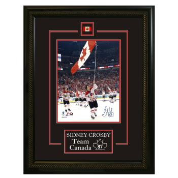 Frameworth Sidney Crosby Signed 8x10 Etched Mat Team Canada 2010 Olympics Carrying Flag