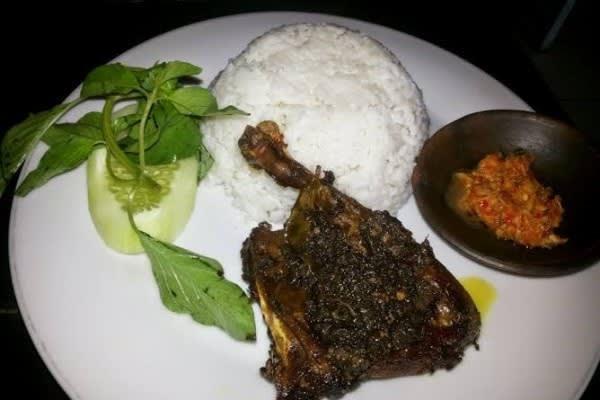 Masakan Bebek Hitam Madura atau biasa di sebut bebek madura