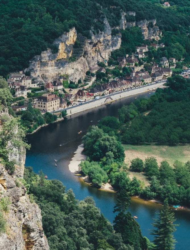 Follow the meandering Dordogne