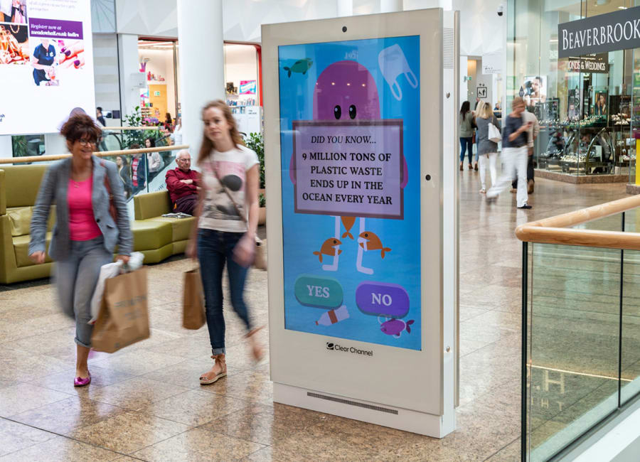 Interactive game on a digital screen in a shopping mall