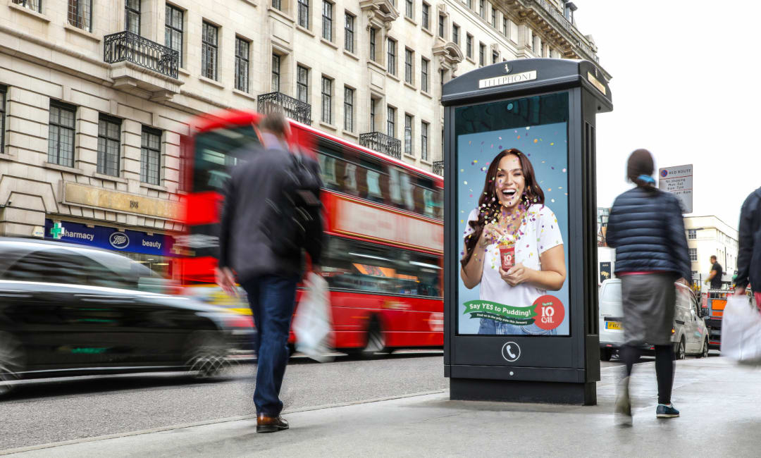 Hartley's jelly campaign featured on an Adshel Live digital roadside screen