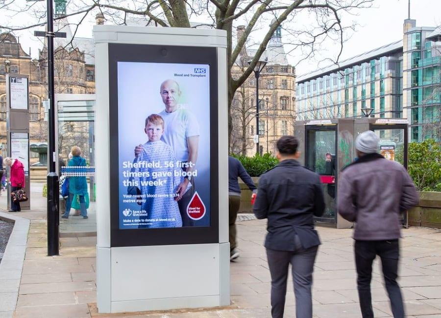 Digital 6-sheet screen encouraging people to give blood in Sheffield