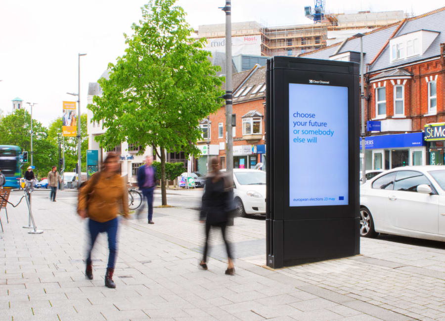 Adshel Live Screen in the South East