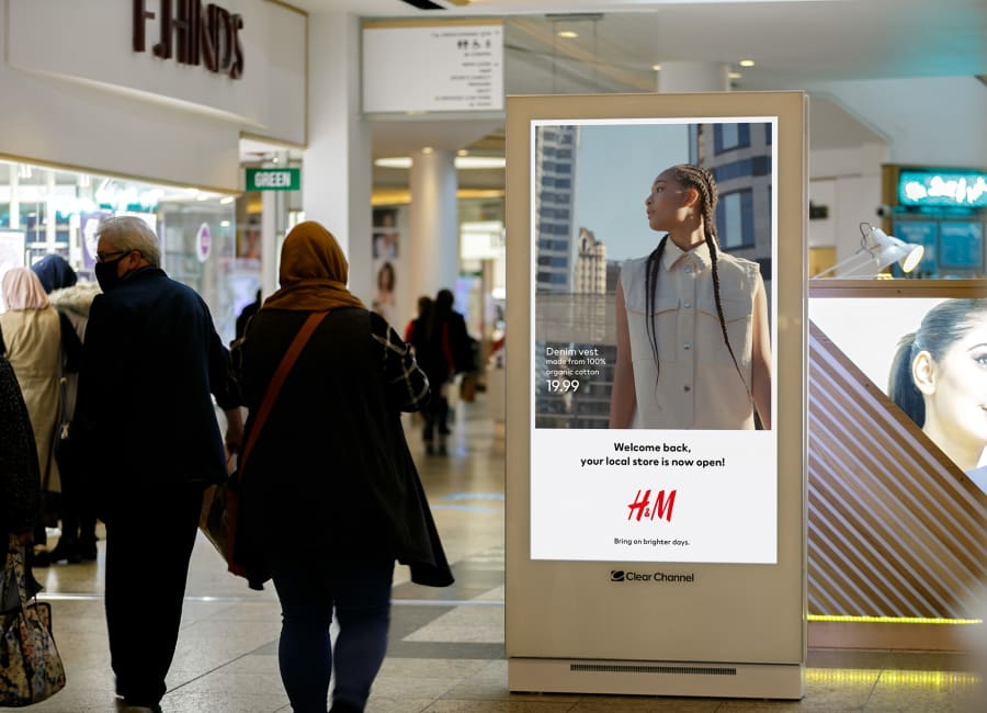 H&M Malls Live digital advertising screen in shopping mall