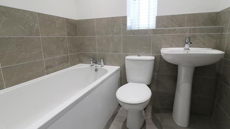 Augusta-drive-bathroom