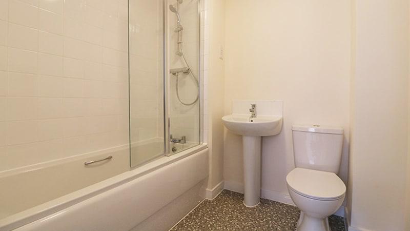 oak-park-2-bedroom-bathroom