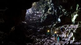 Humans could live in volcanic tunnels on the moon