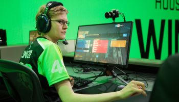 Win gold for gaming: the world of Esports