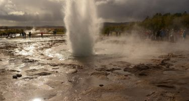 A geyser in Iceland that is similar to the geysers that were once found in the Pilbara . Credit: Tara Djokic