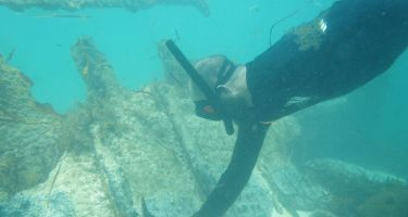 Shannon Reid inspecting the Uribes shipwreck site before undertaking a full 3D recording of it . Credit: MAAWA