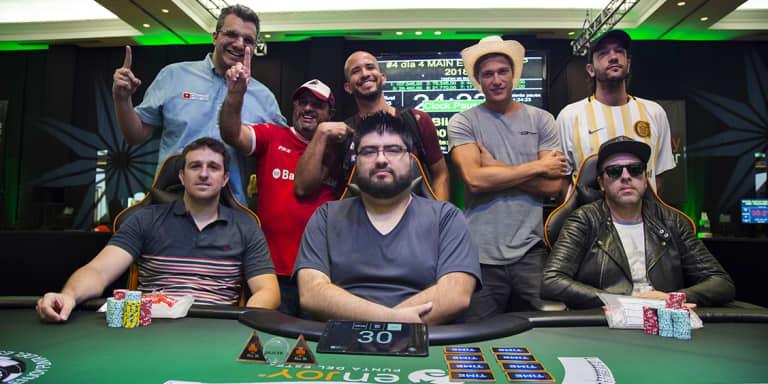 Arias lidera a los 8 finalistas de la WSOP Uruguay