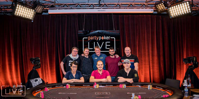 MILLIONS UK: Stacked Final Table Set