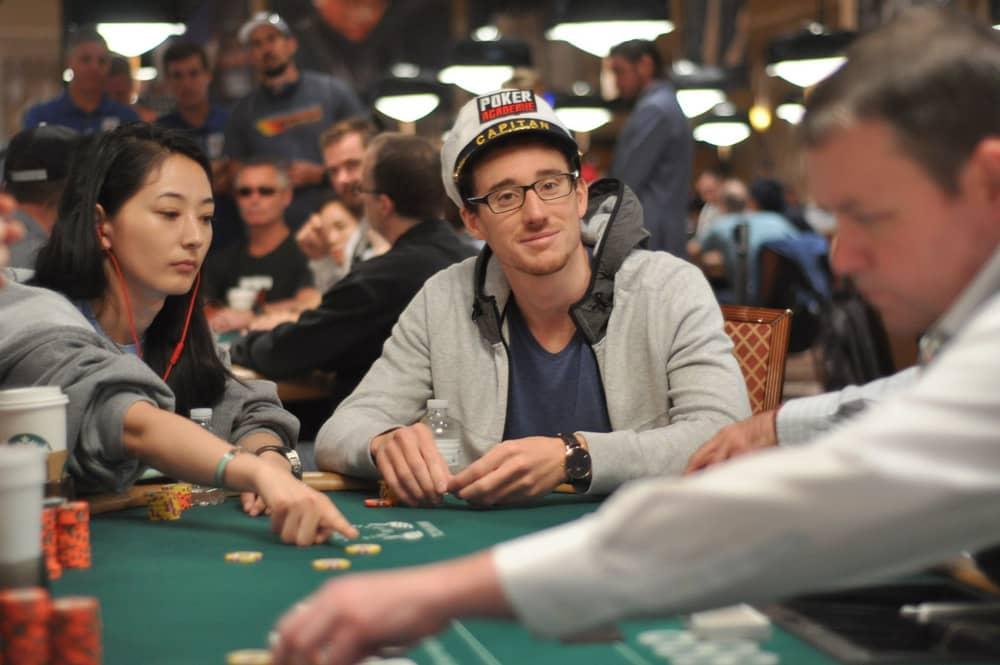 чемпион онлайн покер