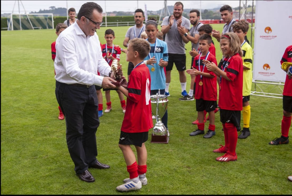 https://res.cloudinary.com/pasoccer/image/upload/$wpsize_!_cld_full!,w_1108,h_743,c_scale/v1586256273/PREMIOS.jpg