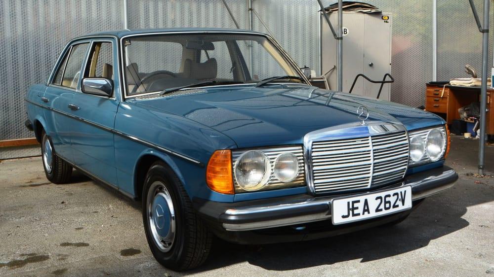 Mercedes-Benz 200 (W123) 4dr Saloon