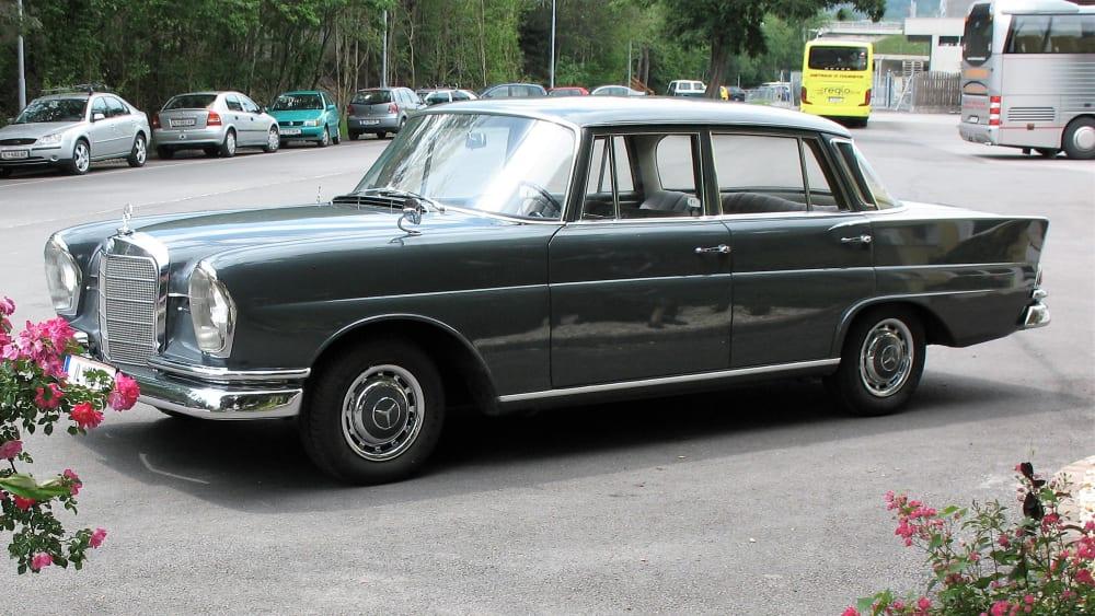 Mercedes-Benz 220 S Sedan