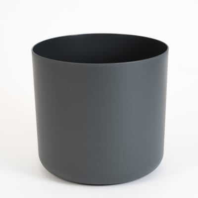 25cm wide straight-edged pot