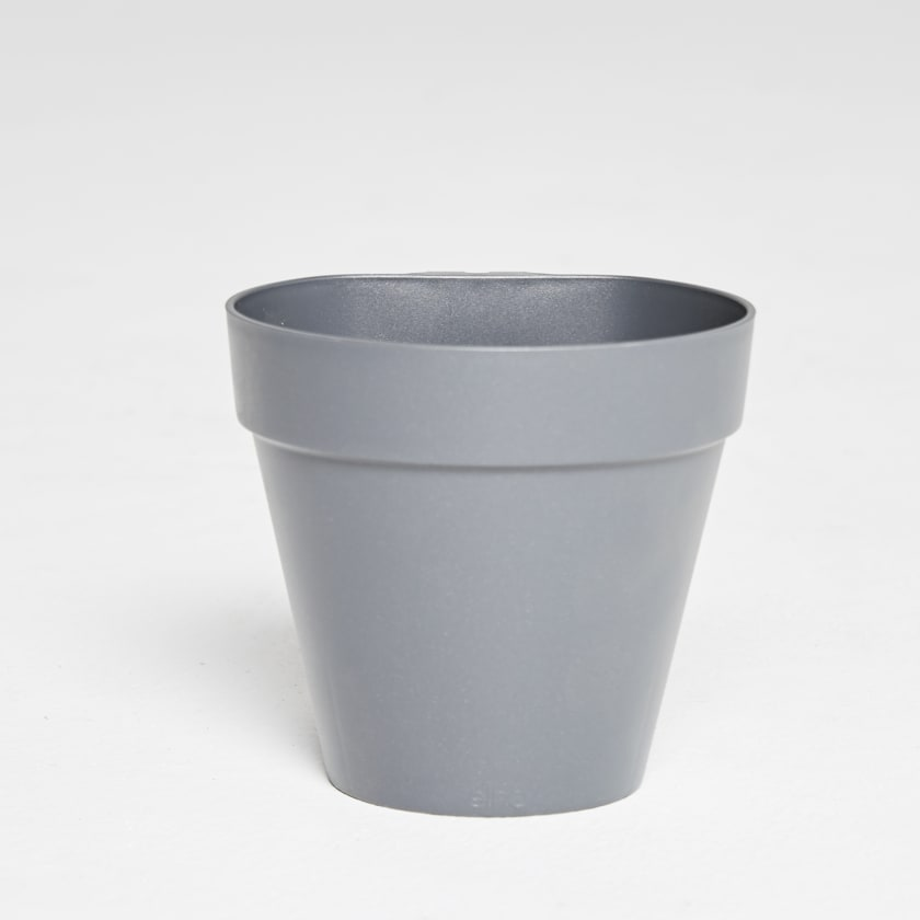 single hanging wall pot