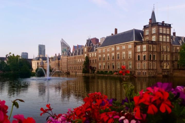 Hofvijver and Binnenhof.