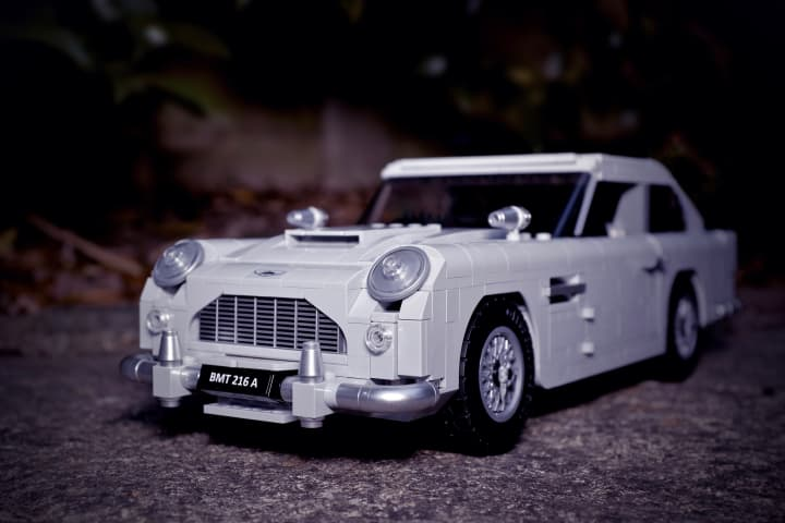 LEGO Creator Expert James Bond™ Aston Martin DB5.