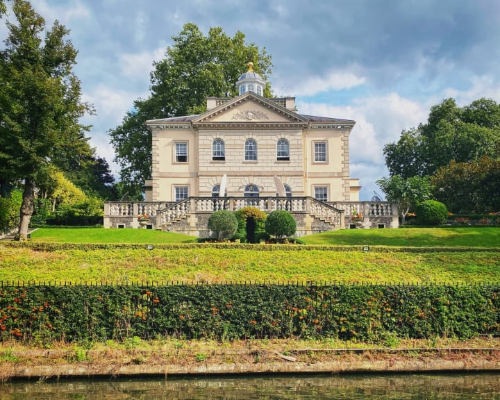 Nice house on the Regent's Canal.