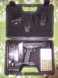 Springfield XD 45 , Springfield XD 45, 2 extra magazines, original case and instructions