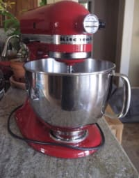KitchenAid Artisan Series 5 QUART Tilt Head Stand Mixer , KitchenAid Artisan Series 5 QUART Tilt Head Stand Mixer like new with no scratches. Model number ksm150pser. Manual included. All pieces are like new
